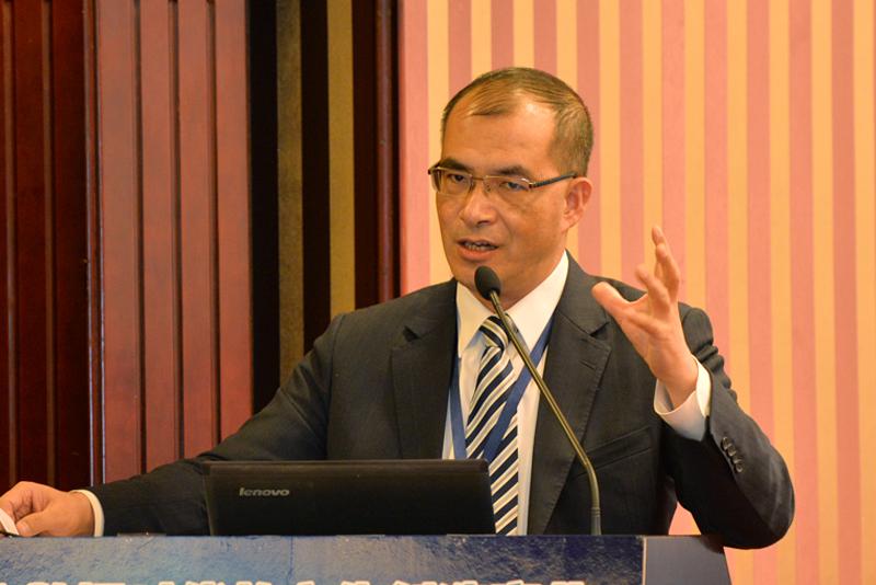 中國銀行(香港)有限公司高級經濟研究員王春新,演講題目:《香港與「一帶一路」的金融創新》。