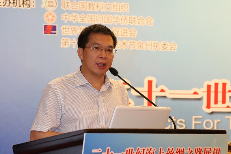 華僑大學海上絲綢之路研究院副院長、教授許培源,講題《印尼與「海上絲綢之路」建設》。